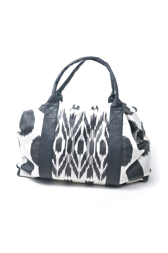 Duffle-Bah-IK438-Black-and-White-Ikat